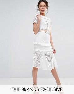 Кружевное платье с вырезами и оборкой на подоле True Decadence Tall - Белый