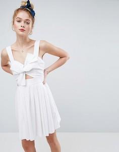 Короткое приталенное платье из льна с вырезом и бантом ASOS - Белый