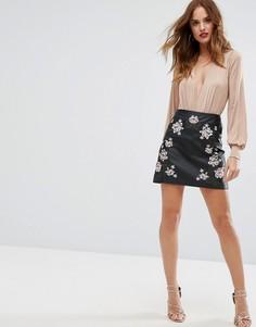 Мини-юбка из полиуретана с вышивкой Lipsy - Черный