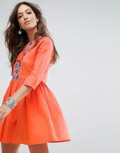 Свободное платье с вышивкой и кисточками Glamorous - Оранжевый