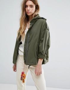 Свободная куртка в стиле милитари со складывающимся капюшоном Maison Scotch - Зеленый