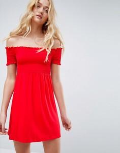 Сарафан с открытыми плечами и присборенной отделкой ASOS - Красный