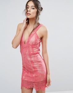 Кружевное платье с глубоким вырезом Love Triangle - Розовый