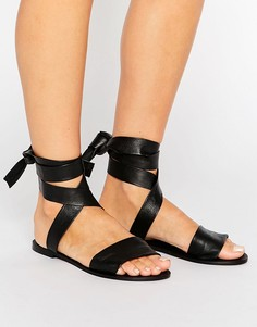 Кожаные сандалии с завязками на голени ASOS FAMOUS - Черный