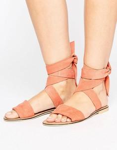 Замшевые сандалии с завязками ASOS FAMOUS - Розовый