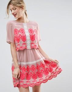 Двухслойное платье мини с вышивкой ASOS PREMIUM - Розовый