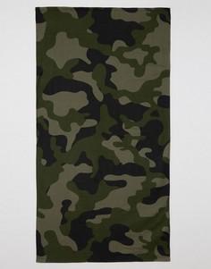 Пляжное полотенце с камуфляжным принтом ASOS - Зеленый