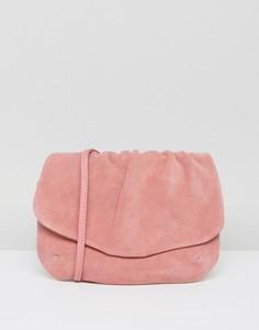 Замшевая сумка со сборками и ремешком через плечо ASOS - Розовый
