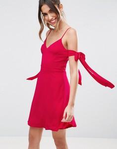 Платье мини с открытыми плечами и лентами ASOS - Розовый