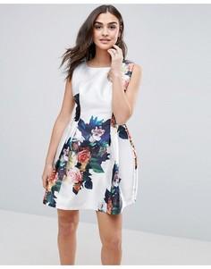 Короткое приталенное платье с цветочным принтом QED London - Мульти