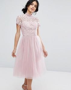 Платье миди с кружевным лифом и тюлевой юбкой Chi Chi London - Розовый