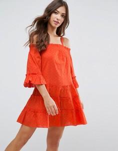Сарафан в горошек из ткани добби с открытыми плечами и ярусной отделкой ASOS - Оранжевый