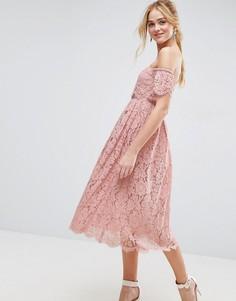 Платье миди на выпускной с открытыми плечами и кружевными вставками ASOS - Розовый