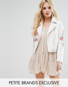 Байкерская куртка с отделкой заклепками и вышивкой Glamorous Petite - Белый