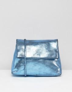 Кожаная сумка через плечо с откидным клапаном и цепочкой ASOS - Синий