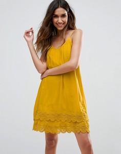 Плиссированное платье на бретельках с кружевной отделкой Vila - Желтый