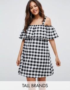 Платье в клеточку с рюшами и вырезами на плечах Influence Tall - Черный