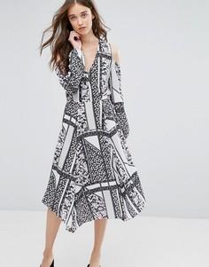 Платье миди с вырезами на плечах и лоскутным принтом Miss Selfridge - Мульти