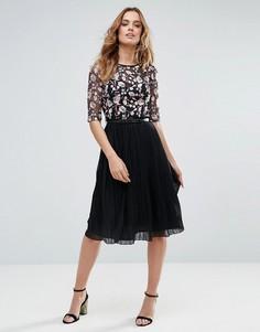 Платье миди с вышивкой и плиссировкой Little Mistress - Черный