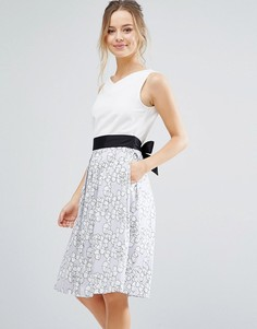 Приталенное платье миди с принтом Closet London - Мульти