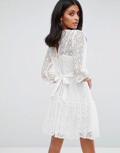 Цельнокройное кружевное платье Closet London - Белый