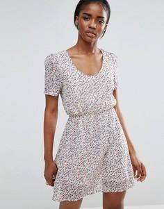 Короткое приталенное платье с цветочным принтом Pussycat London - Кремовый