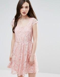 Кружевное короткое приталенное платье Pussycat London - Розовый