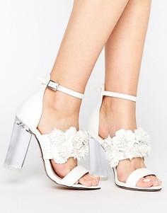 Сандалии на каблуке с цветочным принтом Lost Ink Monika - Белый