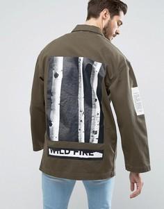 Джинсовая куртка цвета хаки с принтом ASOS - Зеленый