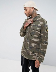 Камуфляжная куртка милитари с нашивками ASOS - Зеленый