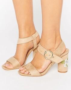 Босоножки с вышивкой на каблуке Truffle Colleciton - Бежевый