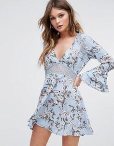 Приталенное платье с цветочным принтом Boohoo - Синий