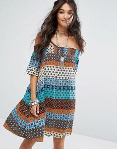 Платье с открытыми плечами и принтом пейсли Glamorous - Мульти