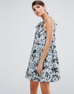 Платье-трапеция мини с рюшами и цветочным принтом ASOS - Мульти