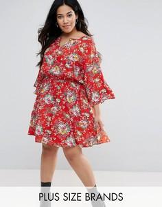 Короткое приталенное платье с расклешенными рукавами Yumi Plus - Красный
