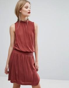 Приталенное платье с высокой горловиной Gestuz - Красный