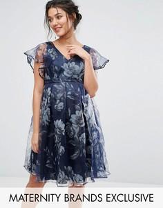 Платье с цветочным принтом и рукавами-оборками Chi Chi London Maternity - Темно-синий