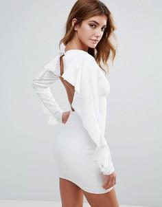 Платье с открытой спиной и оборками на рукавах Club L - Белый