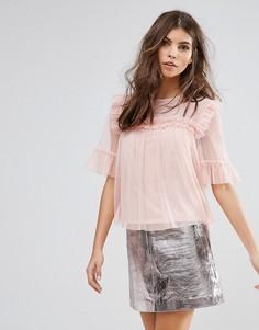 Плиссированная сетчатая футболка Miss Selfridge - Розовый