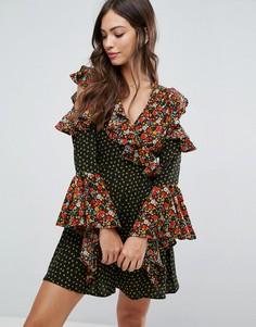 Платье с открытыми плечами и оборками Influence - Мульти