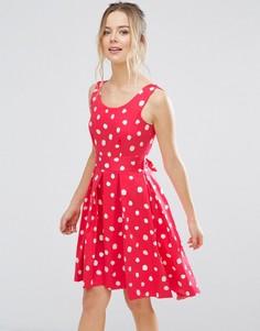 Короткое приталенное платье в горошек Closet London - Розовый