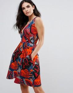 Приталенное платье с графическим принтом и V-образным вырезом Closet London - Мульти