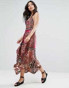 Платье с принтом пейсли QED London - Красный