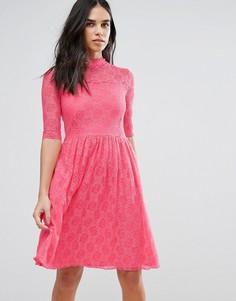 Приталенное кружевное платье миди Liquorish - Розовый