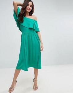 Приталенное платье миди с широким вырезом и оборкой ASOS - Зеленый