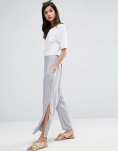 Фактурные брюки с разрезами ASOS - Мульти