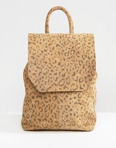 Маленький замшевый рюкзак с леопардовым принтом ASOS - Мульти