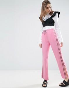 Широкие джоггеры с полосками по бокам ASOS - Розовый