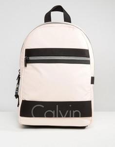 Эксклюзивный трикотажный рюкзак с покрытием Calvin Klein Re-Issue - Розовый
