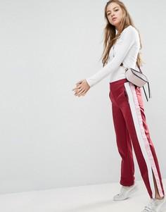 Прямые спортивные брюки с полосками по бокам ASOS - Красный
